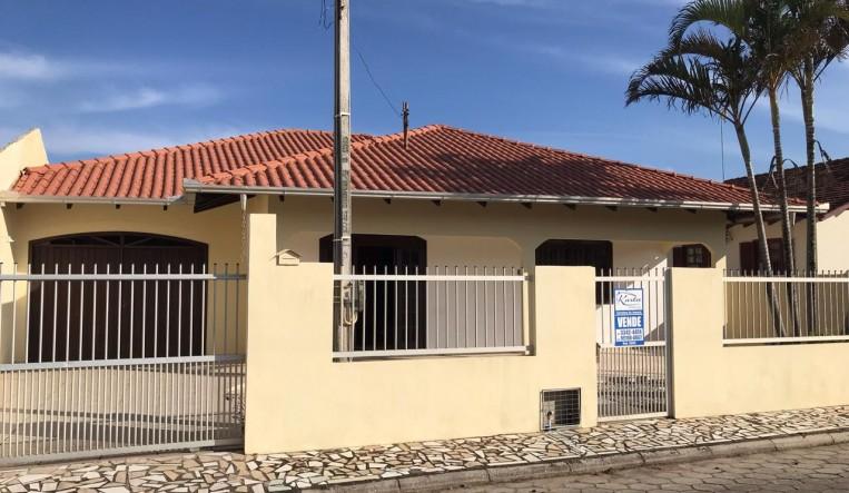 Foto - Excelente casa a poucos metros do mar